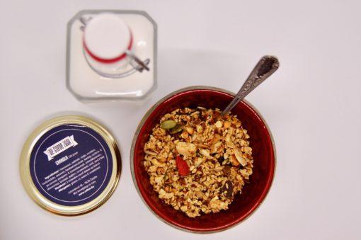 Granola, rijstmelk en potje